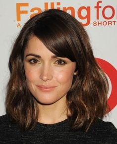 Rose Byrne. Growing out bangs> cannot get enough of her hair