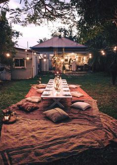 Dreaming of this Bohemian Dinner Party for my next outdoor Kitchen Table App dinner in Oberlin Ohio! Outdoor Dining, Outdoor Spaces, Outdoor Decor, Outdoor Parties, Future House, Home And Garden, Summer Garden, Backyard, Sweet Home