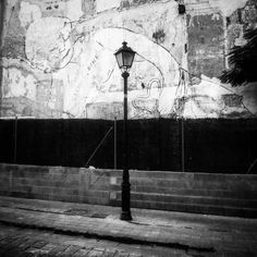 salud y dinero. blu y la farola. recordando zaragoza.  #blu #segundoasalto #festivalasalto #decimoasalto #streetart #arteurbano #urbanart #graffiti #street #streetphoto #streetphotography #rsa_graffiti #vimural #wallfilth #urbanromantix #walls #tv_streetart #dsb_graff #wallpainting #welovestreetart #streetart_daily #instagrafite #ingf #blackandwhite #blancoynegro #carnedeinkwell #dsb_noir by guilloso
