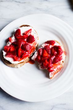 Flourishing Foodie: Cream Cheese and Macerated Strawberry Toast