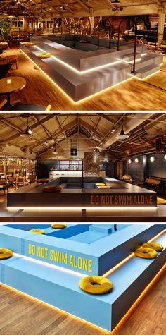Интерьер современного бар-ресторана с бассейном