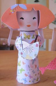 poupée chinoise China Crafts, Japan Crafts, Toilet Roll Craft, Toilet Paper Roll Crafts, Paper Flowers Craft, Flower Crafts, Chinese Theme Parties, Diy Papier, Craft Club