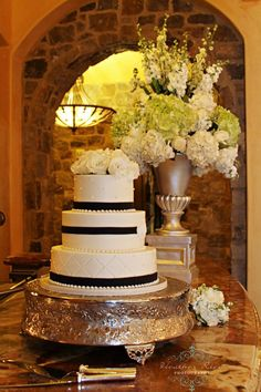 www.heatherricephotography, Bella Collina, black and white wedding cake Flowers by: Atmospheres Floral, Orlando, FL