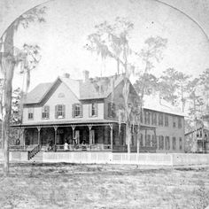 Searchable collections of manuscripts, war records, historic images, vital statistics, audio and video recordings from the State Library and Archives of Florida. Vintage Florida, Old Florida, Green Cove Springs Florida, Gothic Setting, Victorian Street, Clay County, Old Photos, Vintage Photos, Florida Hotels