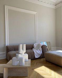 Minimal Chic Interior Design | #opulentmemory #minimalism #classic #parisian #interiordesign #homedecor Decor, Home Remodeling, Chic Interior Design, Luxury Homes Interior, Target Home Decor, Bedroom Decor, Home Decor, House Interior, Home Deco