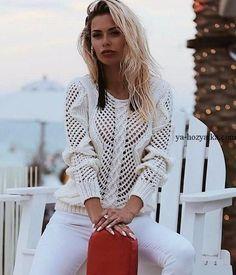 Нежный романтичный джемпер с жемчугом. Для украшения так же используется красивое сочетания узора сетка с косой. Пряжа60% кашемир/40% шерсть.
