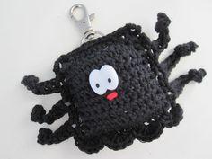 Crocheted spider. Keyhanger. Edderkop som nøglering