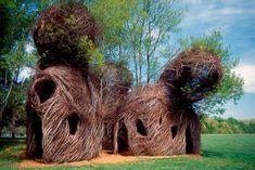 Esculturas vivas Estas esculturas se consiguen trabajando sobre árboles vivos para crear casas, cabañas, pagodas, etc.