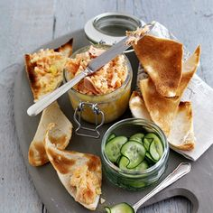 Rachel Allen's rillettes of fresh and smoked salmon with melba toast and cucumber pickle This dainty toasts are perfect for a picnic or as a. Rillettes Recipe, Salmon Rillettes, Rachel Allen, Cooking For Three, Easy Salmon Recipes, Cucumber Recipes, Dinner Party Recipes, Dessert, Appetisers