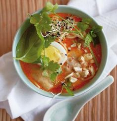 Fragrant laksa with toasted cashews and fresh herbs Curry Recipes, Asian Recipes, Ethnic Recipes, Laksa Recipe, Onion Sprouts, Organic Chicken, Cooking Instructions, Recipe Collection, Fresh Herbs