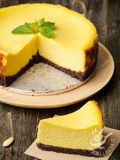 Il Cheesecake al cioccolato e zafferano senza burro è una vera squisitezza. Se amate questo dessert non perdetevi una versione squisita e aromatica!