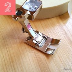 No dejes pasar ni un día más sin conocer estos 8 trucos de costura Sewing Tools, Sewing Hacks, Sewing Tutorials, Sewing Projects, Janome, Serger Stitches, Sewing Lessons, How To Make Clothes, Sewing Accessories