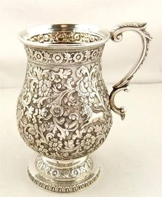 Superb antique silver mug with deer, dog and lion by Robert Hennell London 1863 Mais Vintage Silver, Antique Silver, Silver Pooja Items, Vibeke Design, Bronze, Silver Plate, Tea Pots, Vintage Items, Crystals