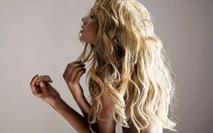 Ash blonde wavy hair #hairstyle