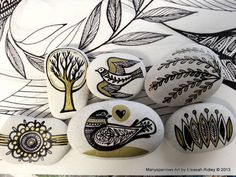 painted stones and clay by manysparrows art previous pinner. Pebble Painting, Pebble Art, Stone Painting, Pebble Mosaic, Rock Painting, Rock And Pebbles, Deco Boheme, Rock Crafts, Stone Art