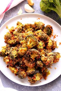 Garlic Parmesan Roasted Broccoli Recipe – the best broccoli ever! Perfectly roas… Garlic Parmesan Roasted Broccoli Recipe – the best broccoli ever! Perfectly roasted broccoli with crunchy garlic Parmesan coating. Roasted Broccoli Recipe, Grilled Broccoli, Roasted Vegetable Recipes, Broccoli Recipes, Veggie Recipes, Vegetarian Recipes, Cooking Recipes, Healthy Recipes, Roasted Garlic