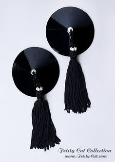 You are a true Femme Fatale? Then our Goddess pasties are your first choice. The classic sleek design in black pvc is elegant and gives you a dominant - erotic aura. The style is crowned by rhinestone circles that sparkle in the tassels. These pasties are recommended especially for fetish outfits or sinful black lingerie. Each of these small pieces of jewelry is handcrafted with loving care. For extra skin comfort + easy care the inside of the Pasties is fitted with artificial leather. Like…