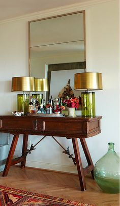 A chic home bar, photograph by Jean Allsopp in House of Fifty Mag. Green glass with gold shades. Mini Bar, Bar Tray, Home Bar Decor, Man Of The House, Interior Decorating, Interior Design, Vintage Bar, Of Wallpaper, Bars For Home