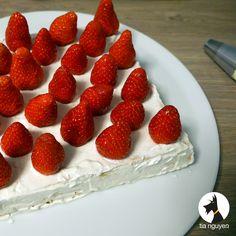 Ahhhh voilà mon dessert favori : le fraisier (un peu revisité ici).