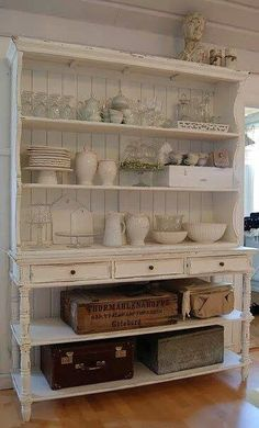 Gorgeous dresser in kitchen. Great replacement for our bachelors bar :-)