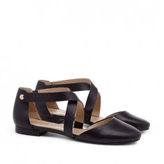 """Sole Society - Ananda   Round toe flats (with just a bit of heel, 1/4"""" in to be exact) in Camel Black"""