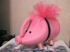 What better way to teach your kids about money management than by giving them a piggy bank? Here are some creative piggy banks your kids will love. These piggy banks will serve as a teaching tool for fiscal responsibility. Recycled Art Projects, Recycled Crafts, Plastic Bottle Crafts, Recycle Plastic Bottles, Pig Crafts, Diy And Crafts, Piggy Bank Craft, Plastik Recycling, Diy For Kids
