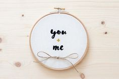 Bastidor porta alianzas bordado para bodas - You+me - LISTO PARA ENVIAR - WEEDING EMBROIDERY HOOP READY TO SHIP