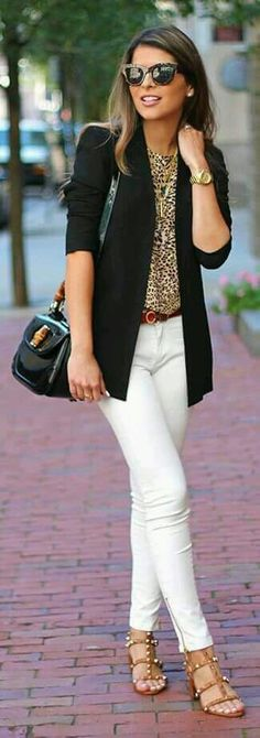 Cool Office Outfit Idea Black Blazer Plus Bag Plus Leopard Blouse Plus White Pants Plus Sandals Coole Büro-Outfit-Idee Schwarzer Blazer Plus Tasche Plus Leopardenbluse Plus Weiße Hose Plus Sandalen Mode Chic, Mode Style, Summer Work Outfits, Spring Outfits, White Pants Outfit Spring Work, Outfit With White Pants, Office Outfit Summer, White Jeans Summer, Jeans Outfit For Work