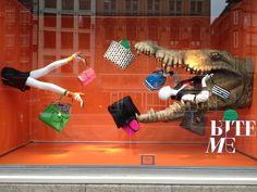 Amsterdam Bijenkorf Adrián: mucha variación de colores sobre naranja, produce sensación de realismo y es bastante atractivo