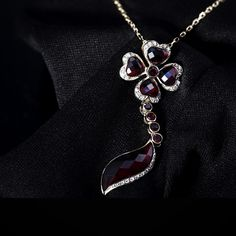 Czech design jewels and crystals 21 % Tax Free! Find us in Štupartská street in Prague and choose your own glittering jewelry in Prague Garnet Center! Prague, Garnet, Necklaces, Pendant Necklace, Jewels, Chain, Crystals, Design, Souvenir