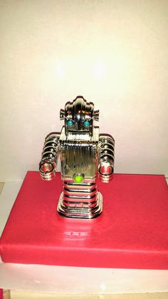 Hey, I found this really awesome Etsy listing at https://www.etsy.com/listing/207020925/coin-bank-chrome-robot
