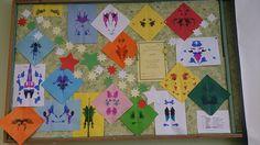Zapomniany przez uczniów atrament pomógł nam stworzyć te piękne prace… Na lekcji matematyki omawiając temat: Figury przystające, uczniowie 5a  realizowali kilka zagadnień jednocześnie: lustrzane odbicia, oś symetrii i oczywiście figury przystające. Kiedyś w pamiętnej Akademii Pana Kleksa była lekcja kleksografii, to nasze geometryczne zajęcia nazwijmy kleksometrią.
