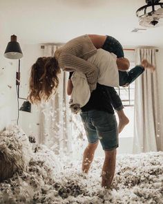 Looking for some motivation to clean the house? Try a pillow fight! - Photo by Kayley Haulmark Photo Photo Couple, Love Couple, Cute Relationship Goals, Cute Relationships, Couple Posing, Couple Shoot, Couple Goals Tumblr, Fitz Huxley, Photo Shoot