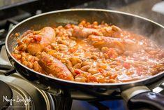 Le luganeghe e fasoi (salsicce e fagioli) sono una ricetta regionale veneta tipica della tradizione contadina. Da servire con contorno di polenta.