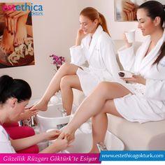 Gün boyu bütün yükünüzü çeken ayaklarınızın sizce de biraz rahatlamaya ihtiyacı yok mu? O halde sizi ayak masajımızı denemeye davet ediyoruz.