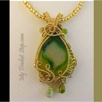 Designer-cut Agate gemstone in lime green | Mother Nature inspiration | Czech fire beads | One-of-a-kind | 12 metres wire |  12 creation hours | Quality manufactured gold fused wires from US | Non-tarnish | Dimension 7.5cm x 4cm.  Handmade necklace with Korean glass beads. 14K gold-filled clasp...