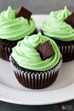 Mint Chocolate Cupcakes #stpatricksday #green #cupcakes