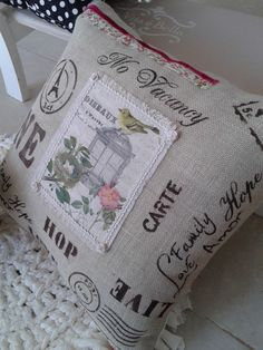decoupage en tela cojines - Buscar con Google Burlap Crafts, Diy And Crafts, Cute Pillows, Throw Pillows, Shabby Vintage, Shabby Chic, Diy Cushion, Scatter Cushions, Slipcovers