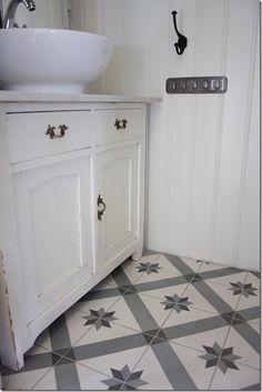 Toilet -Tiles from historiske.no.Reused cabinet. Marokkanske fliser og gjenbrukt innredning.