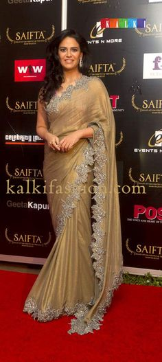 http://www.kalkifashion.com/      Moni Singh in gold shimmer saree with cut work border at the red carpet of SAIFTA
