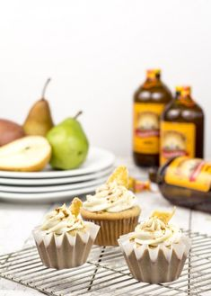 A bit of Wonka in our Ginger Beer Cupcakes with smooth, creamy roasted pear mascarpone frosting recipe. Topped with crushed ginger snaps & candied ginger. Beer Cupcakes, Yummy Cupcakes, Cupcake Cakes, Cupcake Art, Mascarpone Frosting Recipe, Frosting Recipes, Best Dessert Recipes, Sweet Recipes, Desserts