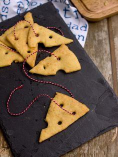 Pradobroty: Sýrové krekry Gingerbread Cookies, Desserts, Tv, Food, Gingerbread Cupcakes, Tailgate Desserts, Deserts, Television Set, Essen