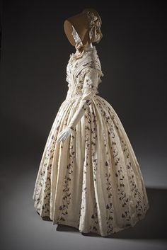 1845-1849 ... Dress ... England ... Silk plain weave with warp-float patterning, printed, silk lace and silk passementerie ... Center back length: 56 1/4 in. ... from LACMA ... photo 2