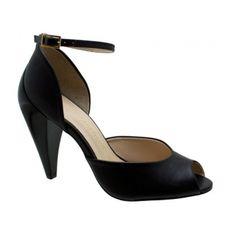 Sandália Stéphanie Classic Couro Preto. Fivela ajustável dourada para facilitar o calce. Forro e palmilha bege, debrum e biqueira da palmilh...