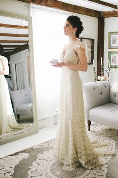 Claire Pettibone 'Eloquence' wedding gown http://www.clairepettibone.com/bridal/?cp=gowns/eloquence  | Photo: @Michelle Flynn Gardella via @Antonella Castelo Bridal Boutique