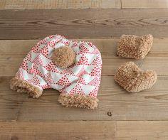 さて今日は、先日型紙をリニューアルしたnunocotoのかぼちゃパンツ手作りキットの冬バージョンのアレンジをご紹介します!かぼちゃパンツは、赤ちゃんのオムツ姿をとっても可愛く見せてくれるアイテムなのですが、冬に履くにはやっぱりちょっと寒いですよね。だけど、タイツの上から履けばまだまだいける!! と、日々思っているのです。それならば!と、かぼちゃパンツの方にひと手間加えることで寒い季節にも暖かく履いていただけるアイディアです。