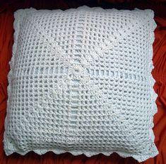 Crochet Arts Weaving: Cushion in Barbante Crochet Square Patterns, Doily Patterns, Crochet Squares, Crochet Designs, Crochet Stitches, Crochet Cushion Cover, Crochet Cushions, Crochet Pillow, Crochet Art