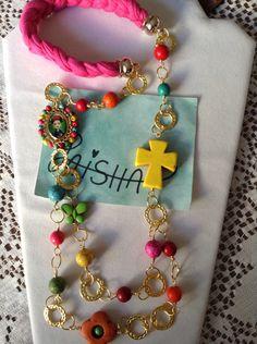 Collar largo en pasta howlita y medalla de Frida engarzada