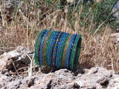 Flexibele Kraaltjes armband Ibiza stijl TURQUOISE BLAUW, GROEN, GOUD ' Zeekleuren ' - Flexible Beaded bracelet Ibiza fashion style  TURQUOISE BLUE, GREEN, GOLD