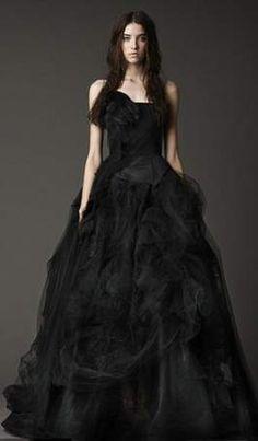Ben jij een bruidje in spe dat nog op zoek is naar de ideale jurk voor de grote dag? Dan kan je misschien inspiratie zoeken in de nieuwe collectie ...